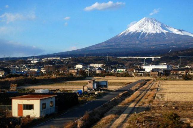 Il monte Fuji visto dal treno