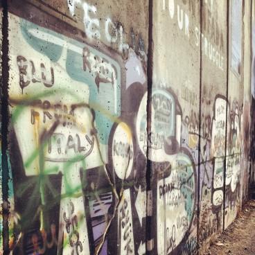 La firma di Blu sul muro in Palestina
