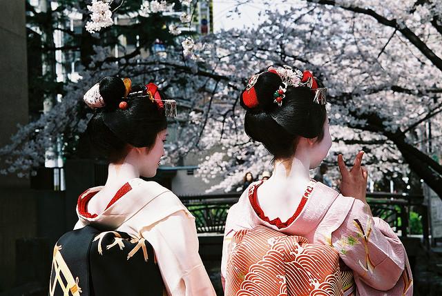 Kyoto: vestite da maiko, ma forse sono turiste