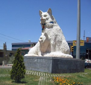 La statua, da panoramio http://www.panoramio.com/photo/3458115