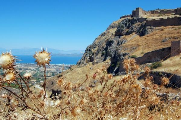 Dall'Acrocorinto si vede il mare (foto di Patrick Colgan, 2012)
