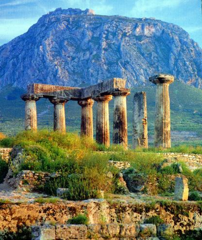 Tempio di Apollo e Acrocorinto, da Wikimedia Commons
