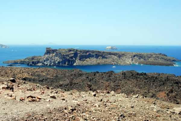 Sul vulcano al centro della Caldera di Santorini