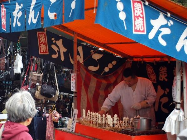 Fra le bancarelle del Kobo san di Kyoto (foto di Patrick Colgan, 2014)