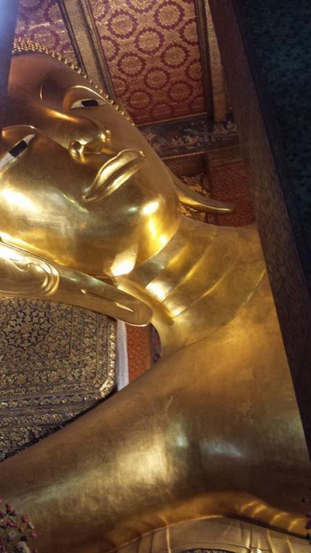 Il Budda sdraiato, al Wat Pho (foto di Patrick Colgan, 2014)