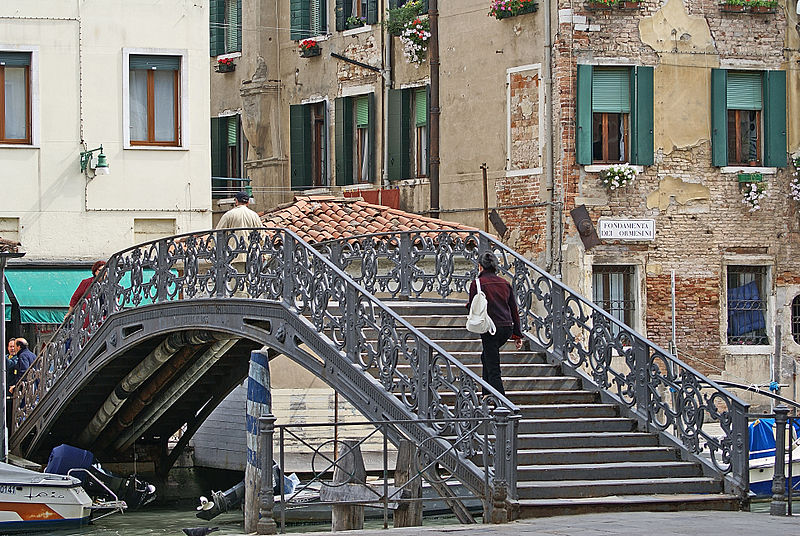 800px-Ponte_de_Gheto_Novo_(Venice)