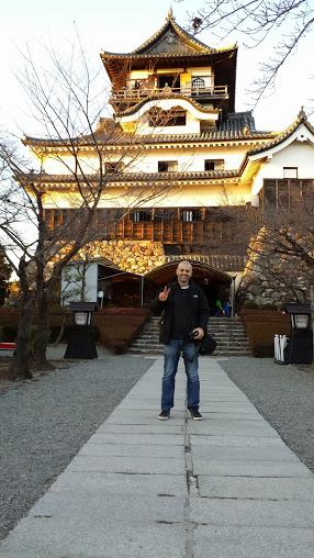 Davanti al castello di Inuyama, foto di Patrick Colgan 2015