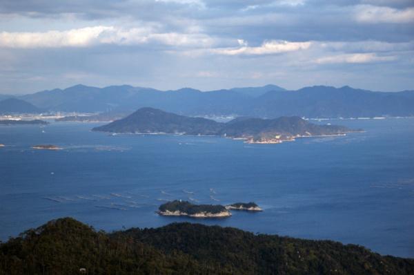 Un piccolo spicchio di mare interno visto da Miyajima (foto di Patrick Colgan, 2015)